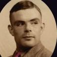 1954. Le mathématicien Alan Turing est retrouvé sans vie à son domicile. À son chevet, une pomme croquée imbibée de cyanure laisse croire à un suicide, explication qui semble satisfaire […]
